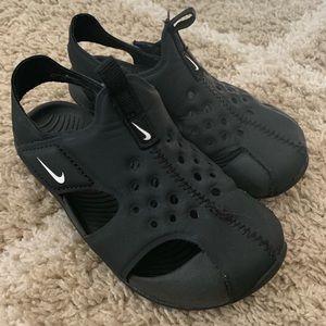 Toddler Nike sandals size 9C